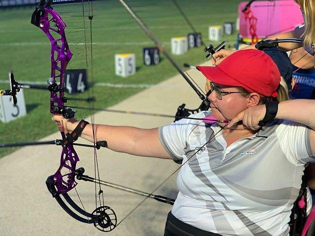 Šárka Musilová zTrutnova získala na paralympijských hrách vTokiu stříbro vlukostřelbě.