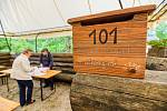 Organizace Paměť Krkonoš připravila projekt Mapa zaniklých míst, při kterém účastníci workshopu vyráběli poštovní schránky k zaniklým domům v Krkonoších.