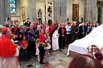 Odhalení sousoší svatého Vojtěcha, Radima a Radly v katedrále sv. Víta v Praze.