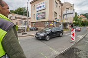 Oprava silnice u kruhového objezdu u kina v Trutnově.