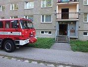 Dramatické chvíle zažili ve čtvrtek odpoledne lidé v  panelovém domě v Horním Starém Městě.