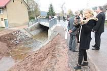 Nový most přes Olešku už plně slouží