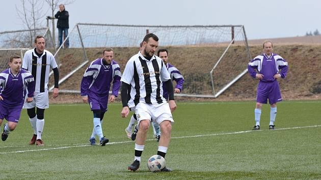 KAREL VRABEC si penalty v dresu Přepeř natrénoval už v minulé sezoně. Příležitost dostal i v prvním divizním kole.