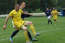 Pavel Hrubeš na snímku s kapitánskou páskou v podzimním utkání proti Mostku.