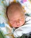 DOMINIK CERMAN se narodil Monice a Petrovi 20. listopadu ve 14.20 hodin. Vážil 3,245 kg a měřil 50 cm. Doma v Čisté u Horek ho čeká také sestřička Nela.