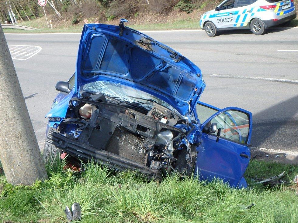 Při nehodě dvou škodovek se zranilo pět lidí