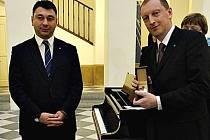 Z rukou místopředsedy arménského parlamentu Eduarda Šarmazanova obdržel předseda výboru pro životní prostředí Robin Böhnisch Čestnou medaili Národního shromáždění Arménské republiky.