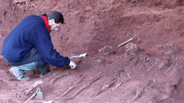 Exhumace ostatků Němců v Rudníku