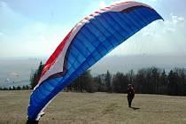 Paragliding u Kozákova na Turnovsku