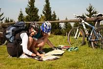 VRCHOLOVÁ ČÁST RÝCHOR je v nejpřísněji střežené I. zóně národního parku. Přesto sem můžete na kole. Od Rýchorského kříže je to jen kousek a východní Krkonoše budete mít jako na dlani.
