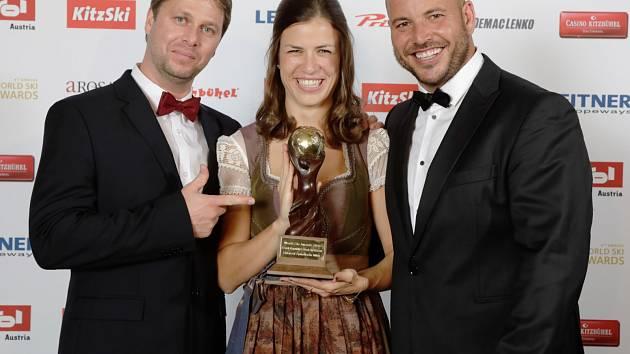 """Lyžařský """"Oscar"""".  Ředitel špindlerovského skiareálu Čeněk Jílek (na snímku vpravo) se mohl pochlubit prestižním oceněním World Ski Awards pro nejlepší lyžařské středisko České republiky při ceremoniálu v rakouském Kitzbühelu."""