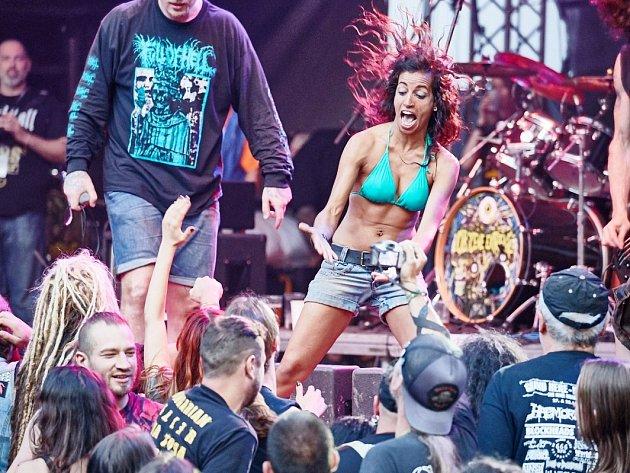 Bez výraznějších problémů se obešel letošní ročník hudebního festivalu Obscene Extreme v Trutnově.
