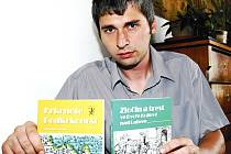Regionální periodikum, jehož vydavatelem je Muzeum Podkrkonoší v Trutnově, se zařadilo mezi přední časopisy české historické vědy. Na snímku oceněný titul včetně jeho suplementa představuje zástupce ředitele Václav Horák.