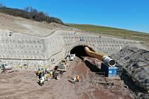 Poláci staví dálniční tunel mezi městy Bolków a Kamienna Góra, který bude dlouhý 2,3 kilometru.