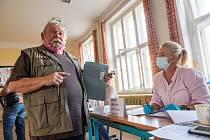 V budově trutnovského gymnázia patřily hned tři učebny volebním místnostem. Volili v nich lidé z padesáti trutnovských ulic.