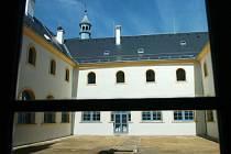 FRANTIŠKÁNSKÝ KLÁŠTER v Hostinném se může pyšnit titulem Stavba roku 2012.