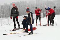 DO TERÉNU vyrazili i milovníci běžeckého lyžování. Nemusí ani na hřebeny. I Vejsplachy ve Vrchlabí jsou vysněžené.