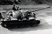 POMALÉ STAHOVÁNÍ VOJSK Varšavské smlouvy z cvičení Šumava na území Československa vzbuzovala právem podezření.