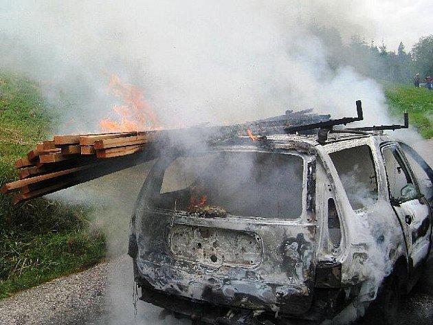 Požár automobilu na Pomezkách