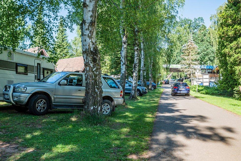Trutnovský kemp Dolce obsadilo na prodloužený červencový víkend osmdesát stanů a čtyřicet karavanů.