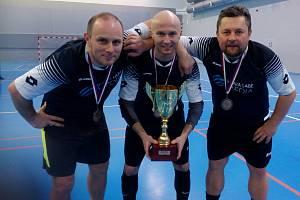 SBĚRATELÉ ÚSPĚCHŮ. Trio Tomáš Otradovský, Petr Tomeš a Jiří Fejgl přivezlo z pěti účastí na MČR novinářů 5 medailí.