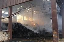 Noční požár v Jívce zničil sklad sena.