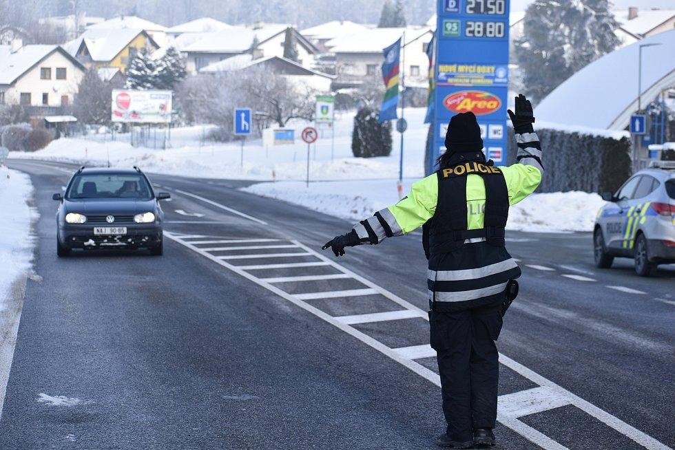 Policejní kontroly na hranicích okresu Trutnov ve Rtyni v Podkrkonoší v neděli 14. února.