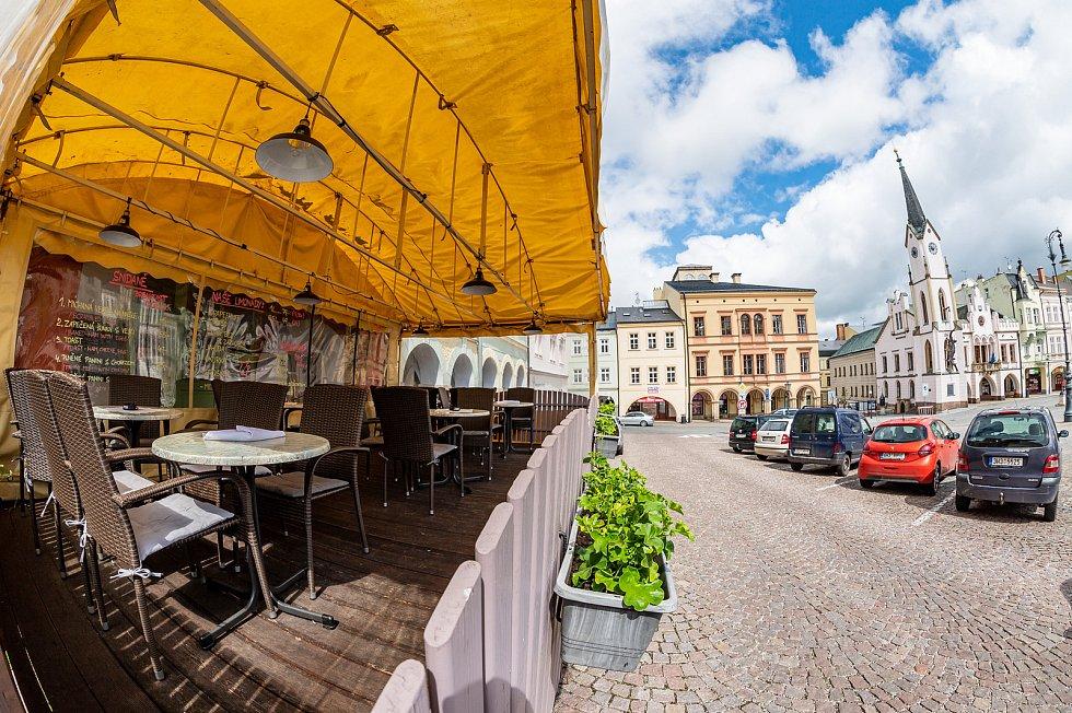 Kafka café&cocktail bar v centru Trutnova.