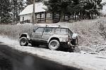 V Krkonoších začal padat sníh, na silnicích umrzal, což bylo příčinou mnoha dopravních nehod.