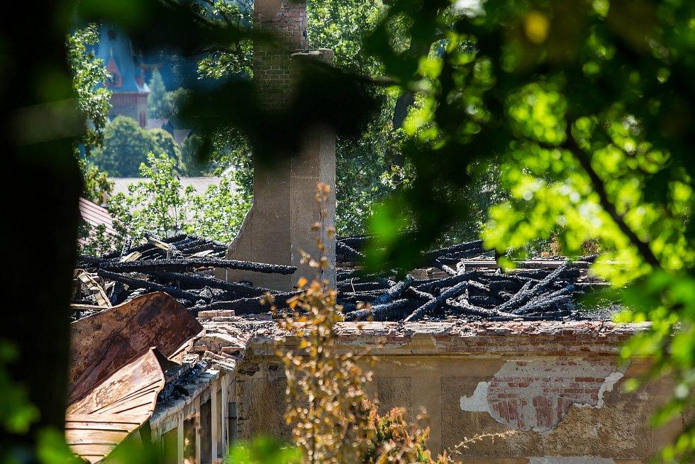 Zámek v Horním Maršově na snímcích z 30. 8. 2018, jedenáct dní po požáru.