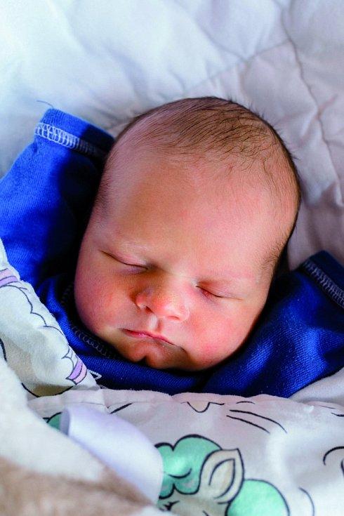 TEODOR se narodil 6. května ve 21.45 hodin rodičům Nikol a Danovi. Vážil 3,43 kg. Rodina má domov ve Vrchlabí.