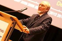 ŽE JE NĚMECKO PRO ČESKÉ exportéry prioritní dokládá i host podzimního Exportního fóra, kterým byl Hans-Werner Sinn, jeden z nejznámějších a nejvýznamnějších evropských ekonomů.