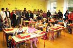 DO LAVIC první třídy Základní školy Bernartice usedlo 14 žáků.