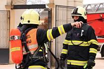 V divadle na Kuksu hořelo. Sjeli se hasiči z celé oblasti