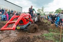 Oslavy 1. máje ve Vlčicích aneb 13. traktoriáda.