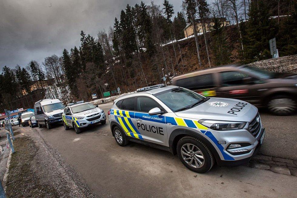 Dopravní policisté na Trutnovsku zvyšují v zimní sezoně frekvenci kontrol v horských střediscích. Dochází tam k řadě přestupků.