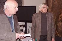Milan Pekař (vlevo) a Josef Kunetka při besedě v Muzeu Českého ráje.