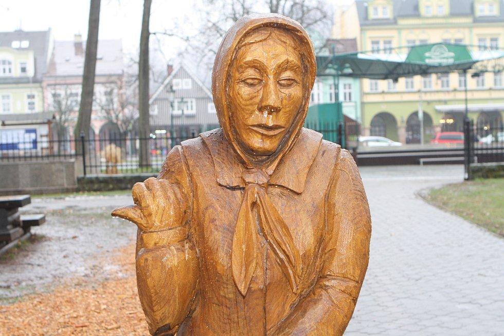 Vrchlabský řezbář Pavel Tryzna je autorem Krkonošského pohádkového betléma.