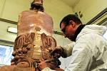 V Horní Kalné dokončují sochu pro Vatikán
