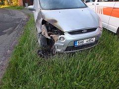 V Doubravicích hořela čtyři auta, přístřešek na dřevo a dvě stodoly.