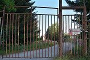 Situaci problémového areálu bývalé slévárny v Hostinném může vyřešit prodej investorovi.