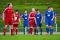 NEJVÝŠE POSTAVENÝMI budou v Podkrkonoší i letos divizní rivalové ze Dvora Králové nad Labem (modré dresy) a Trutnova. Vzájemný podzimní zápas je čeká v neděli 17. září od 16.30.