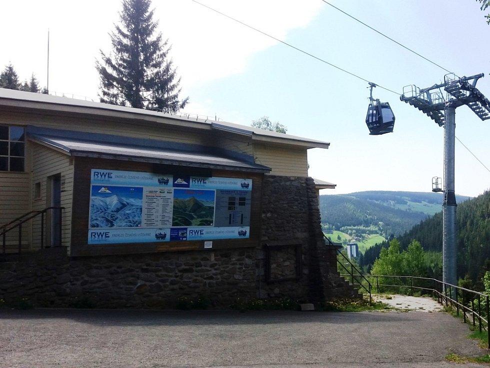Budova původní dolní stanice lanovky na Sněžku v Peci pod Sněžkou se promění v muzeum lanové dráhy.