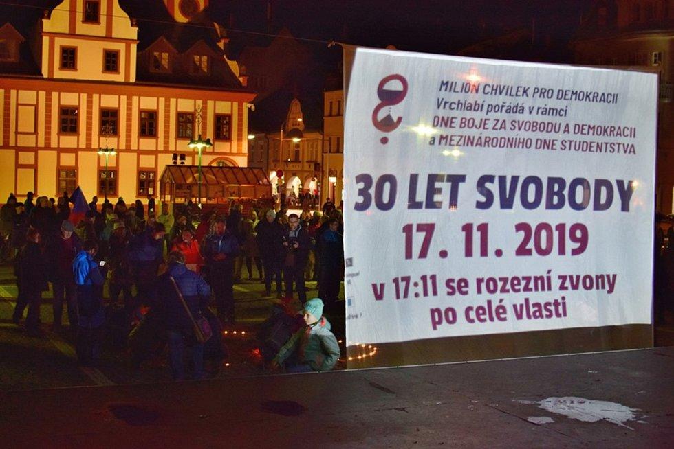 Také ve Vrchlabí si lidé připomněli 30. výročí Sametové revoluce.