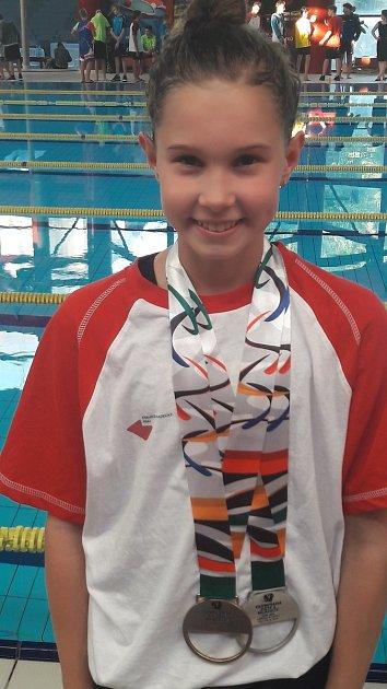 Terezie Bischofová zplaveckého oddílu TJ Loko UP GROUP Trutnov získala zlato a stříbro na dětské olympiádě.