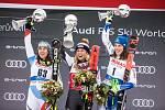 Vítězka Mikaela Shiffrin, druhá Wendy Holdener a třetí Petra Vlhová slaví.