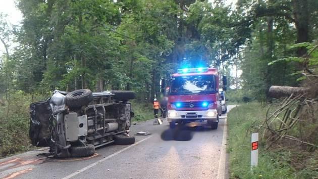 Při tragické nehodě v Rudníku zemřel dvacetiletý spolujezdec.