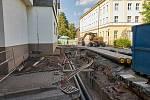 První část rekonstrukce pěší zóny v historickém jádru Trutnova se odehrává v úseku od Krakonošova náměstí po Svatojanské náměstí.