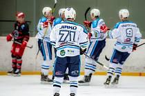 Vrchlabští hokejisté dokázali vyhrát na ledě Vsetína 4:2, když se o dvě branky postaral Jiří Hozák.
