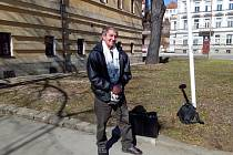 Jiří Wonka se u soudu úspěšně domáhal rozhodnutí, že jeho bratr byl nezákonně uvězněný na tři týdny v roce 1988 a byl plně rehabilitován.